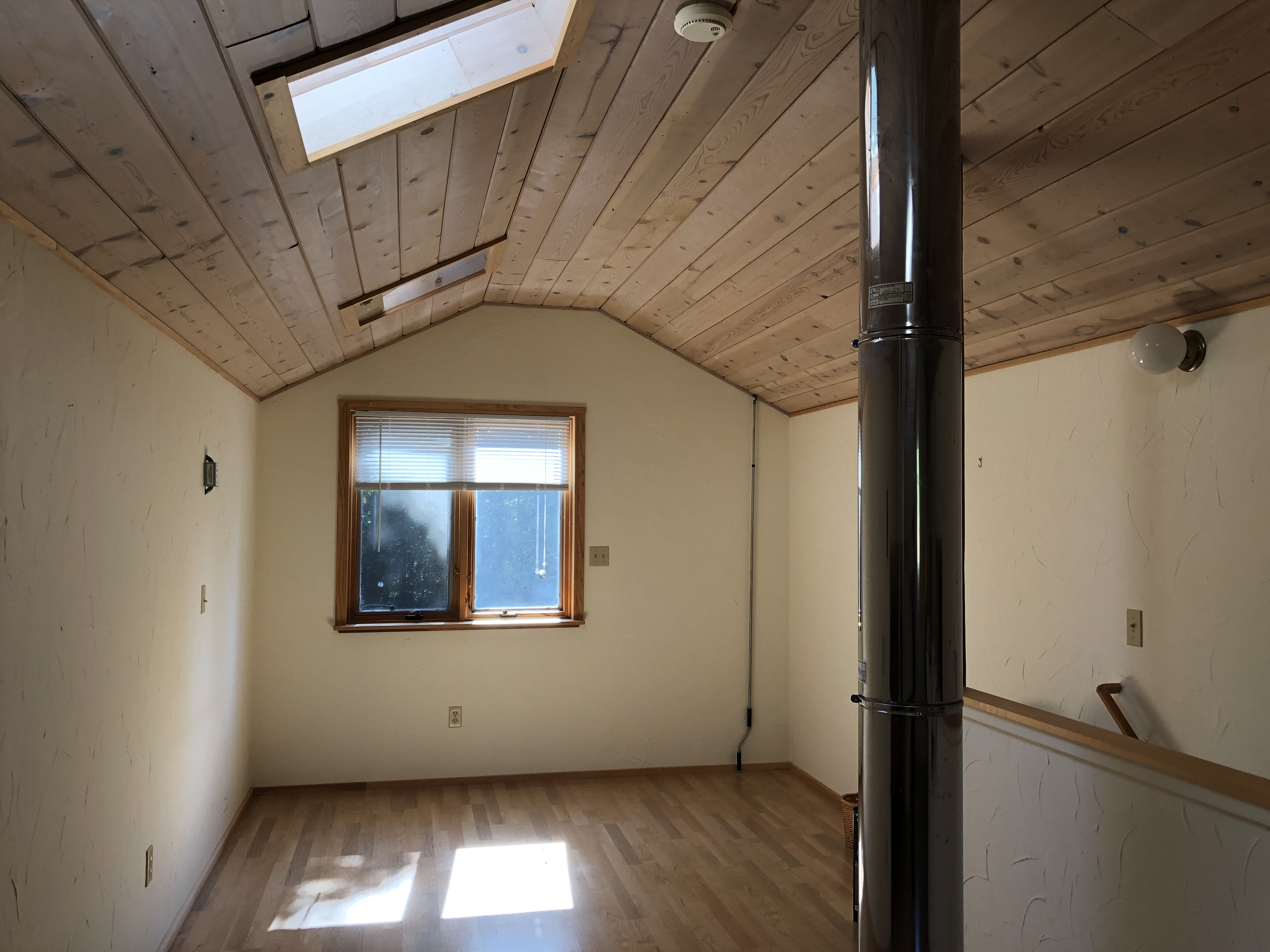 Finished attic - perfect space for a craft room, yoga space or home office